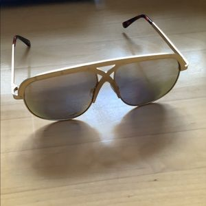 Gold Frame Aviator Sunnies